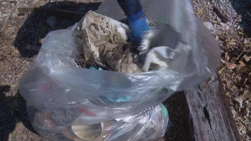 Volunteers are giving back to the community by picking up trash in Cape Girardeau, Mo.