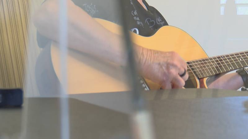 Nursing home resident writes song about the pandemic