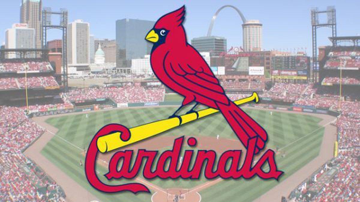 Adam Wainwright will return for the 2022 season.