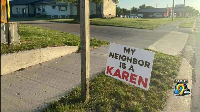 Fireworks tent owner gets into sign war with neighbor