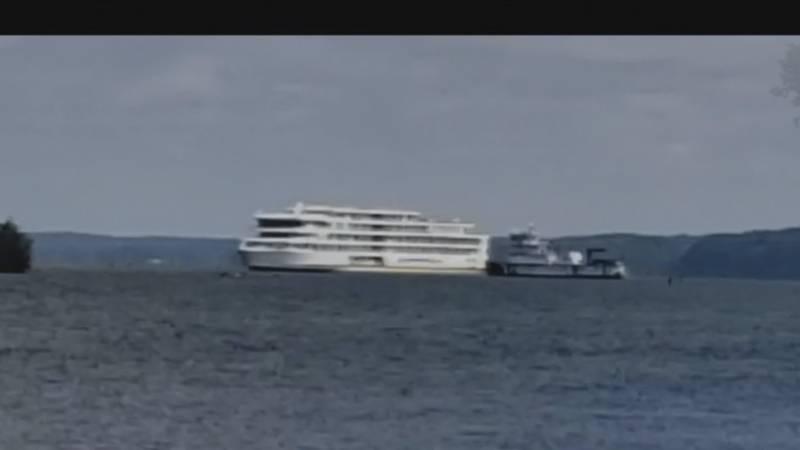 A cruise ship is stuck on a sandbar in Lake Barkley.