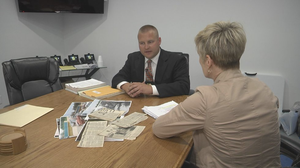 Poplar Bluff Detective Bryce Colvin talking to Kathy Sweeney about the Rowland case in May 2016.