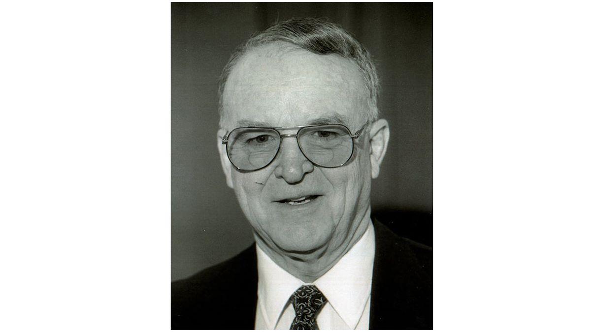 Former Carbondale Mayor Neil Dillard passed away recently.