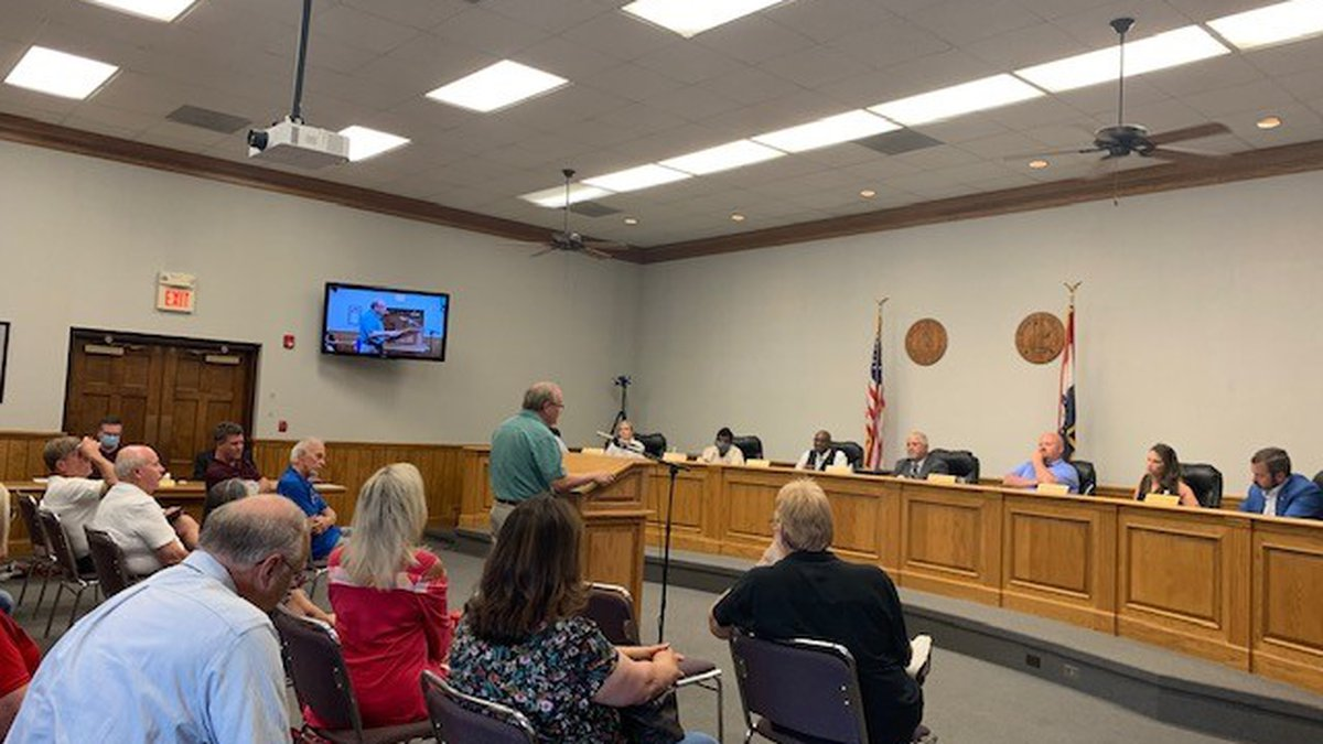 A split city council voted to uphold the denial of a liquor license to local attorney Adam...