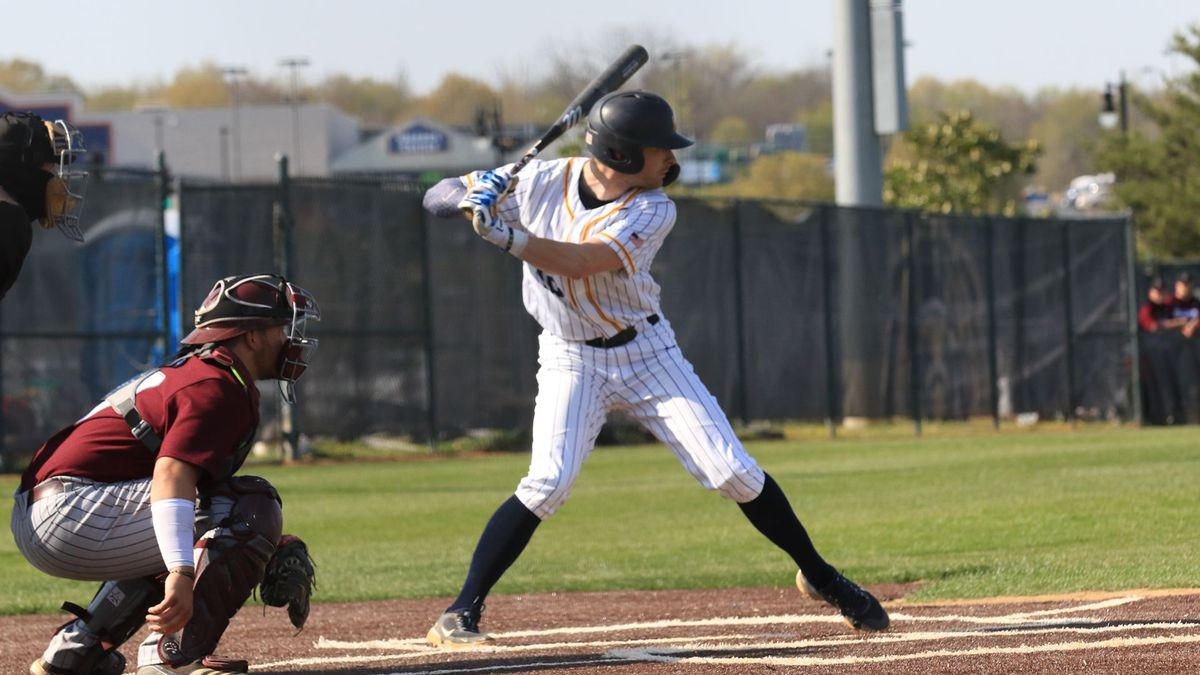 The Murray State Racers won 7-6 over the SIU-Edwardsville Cougars on Saturday afternoon, May...