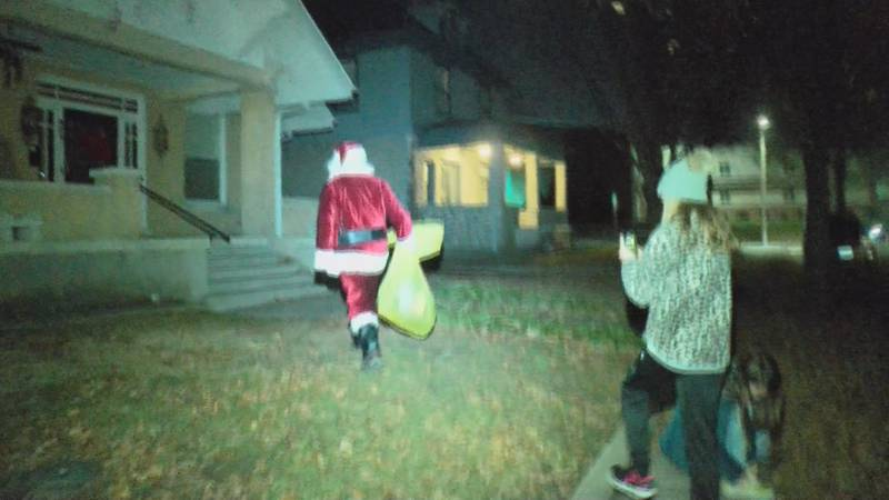\ Santa and some of his helpers were in Cape Girardeau tonight delivering donated toys.