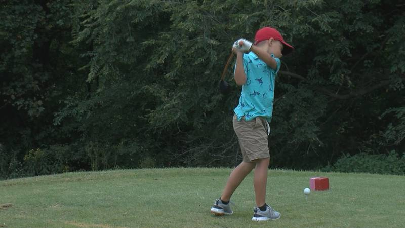A kid playing golf at the Cape Girardeau country club
