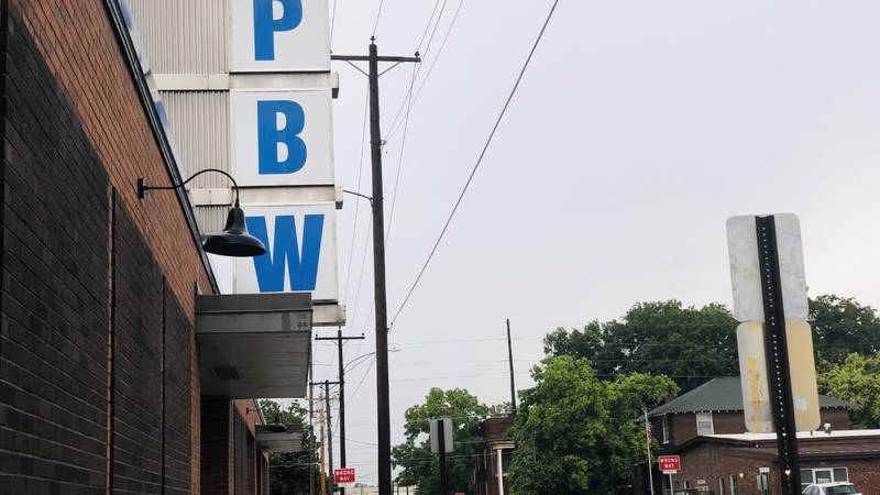 Kentucky bar in Paducah adapts to Governor mandates to shut down bar.