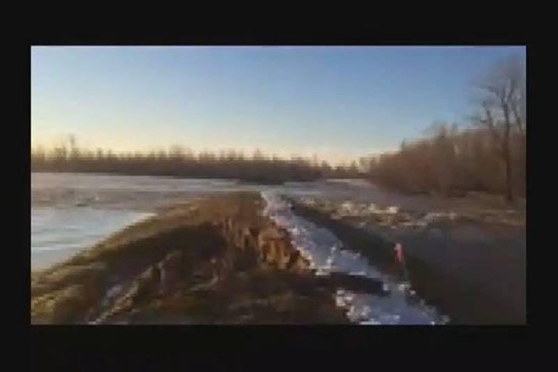 RAW VIDEO: Alexander Co. levee breach